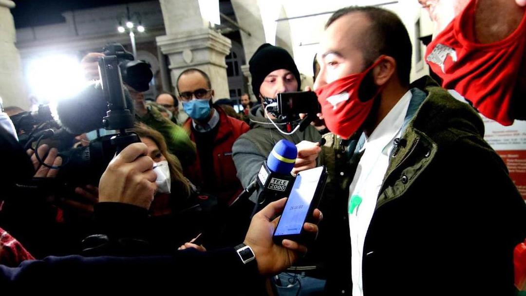 """#IoApro, la """"disobbedienza"""" dei ristoratori pilotata dall'estrema destra"""