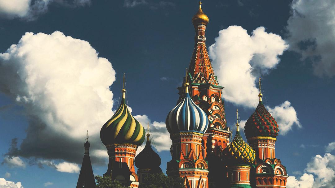 Dollari, petrolio, costruzioni e think tank: la campagna d'Italia della diplomazia finanziaria russa